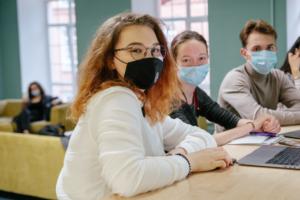 Петербургская ВШЭ перевела студентов на дистанционное обучение — до конца года