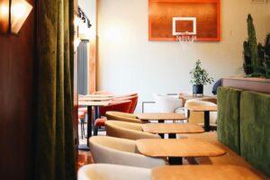 На Захарьевской улице открыли ресторан Joshua Tree от создателей Mickey&monkeys. Они вдохновлялись атмосферой Калифорнии