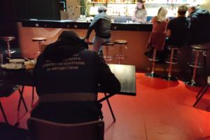 В выходные в петербургских барах прошли рейды. Четыре заведения опечатали, владельцам грозят штрафы