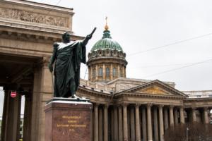 В Петербурге ждут дожди, гололед и снег. Синоптик Михаил Леус рассказывает, к чему готовиться горожанам на этой неделе