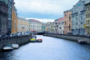 Погоду в Петербурге будет определять циклон «Герольд» — он усилит ветер и принесет дожди 🌧