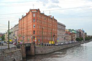 Мы выбрали пять петербургских зданий необычной формы. Знакомьтесь: «тостер», «колбаса» и «чайник» 🏠